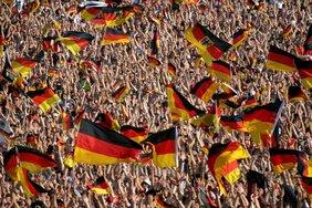 Fahnenmeer deutscher Fußball-Fans