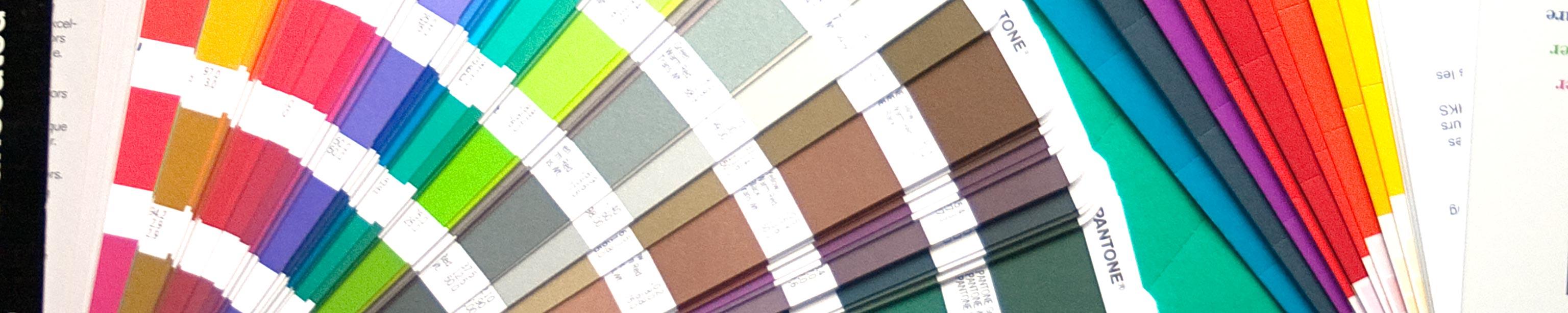 Farbfächer symbolisiert Angebotsvielfalt der Werbeagentur